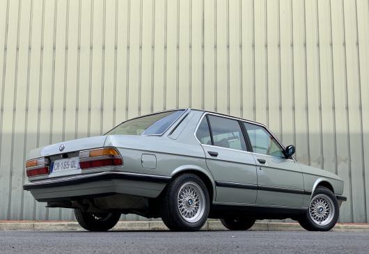 BMW 520 I E28